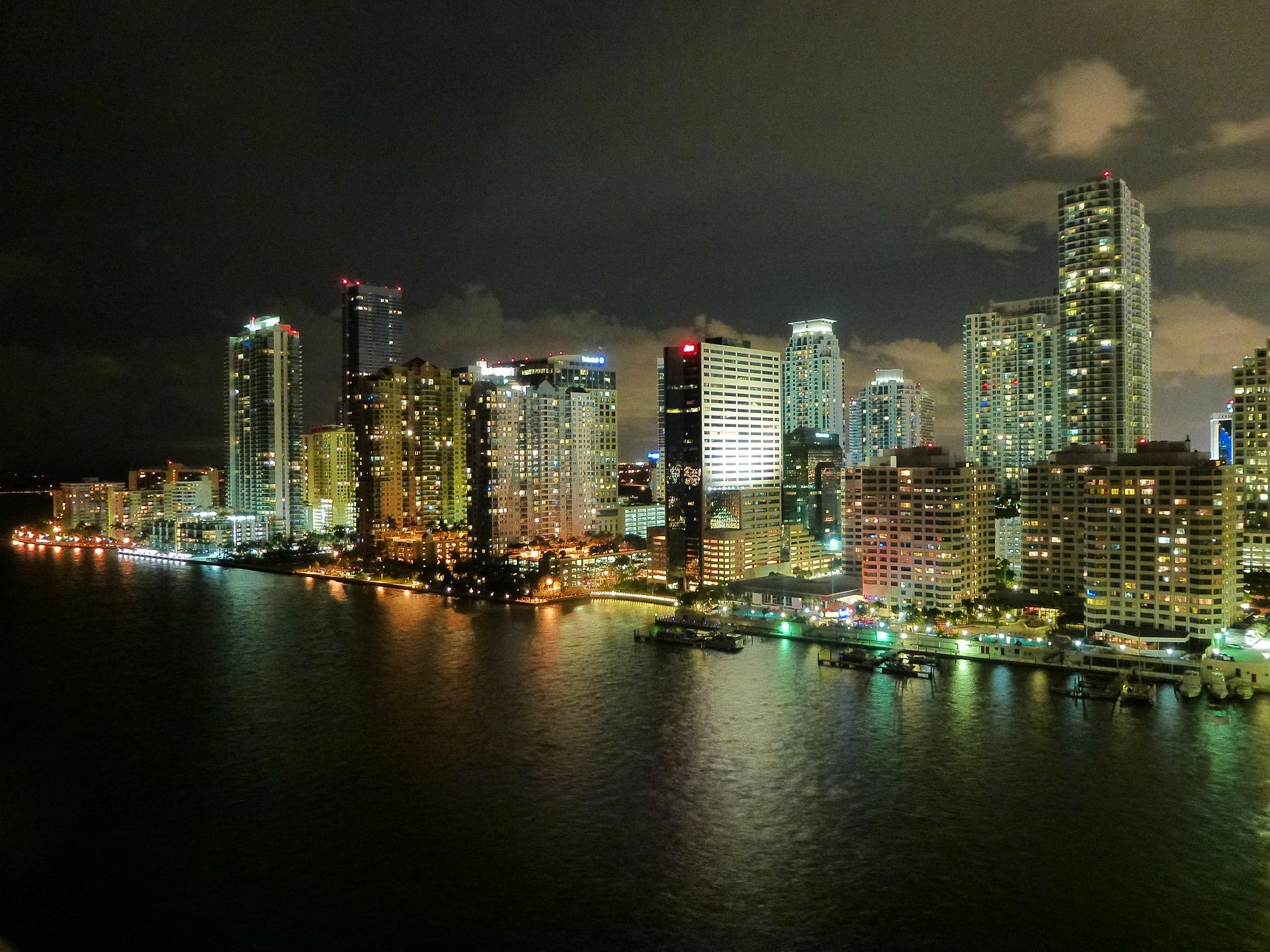 MiamiSkylineAtNight_2016